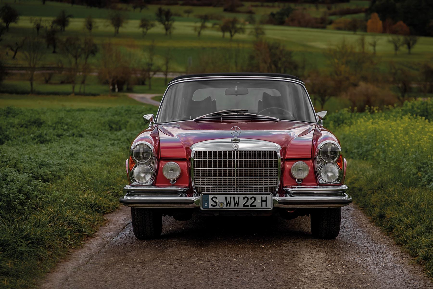 Mercedes-Benz-280-SE-Oldtimer-Museum-Fotografie-Automotive-Stuttgart-Basti-Kaspar-front-Fotograf