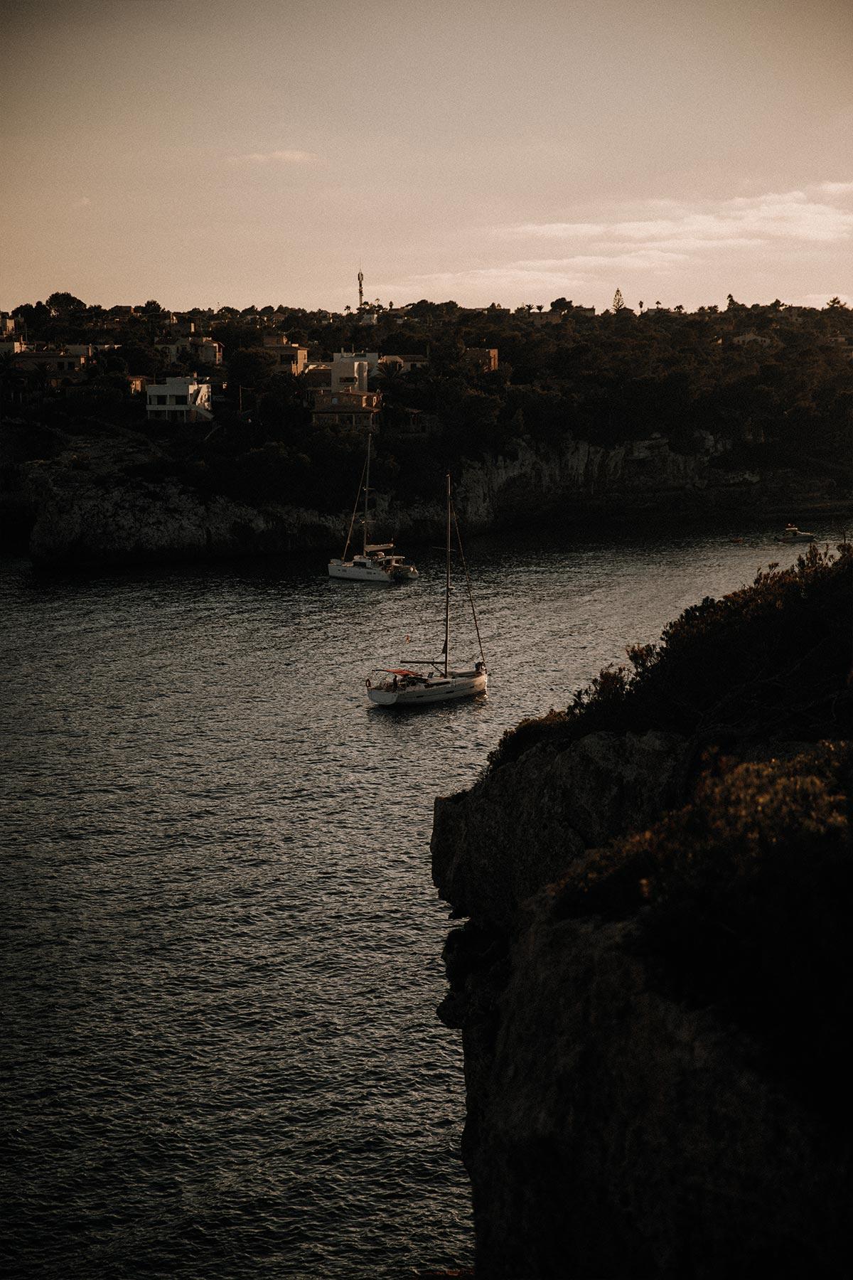 Travel-Photography-Bildreportage-Mallorca-Spain-Vacation-Basti-Kaspar_bucht-segelboot