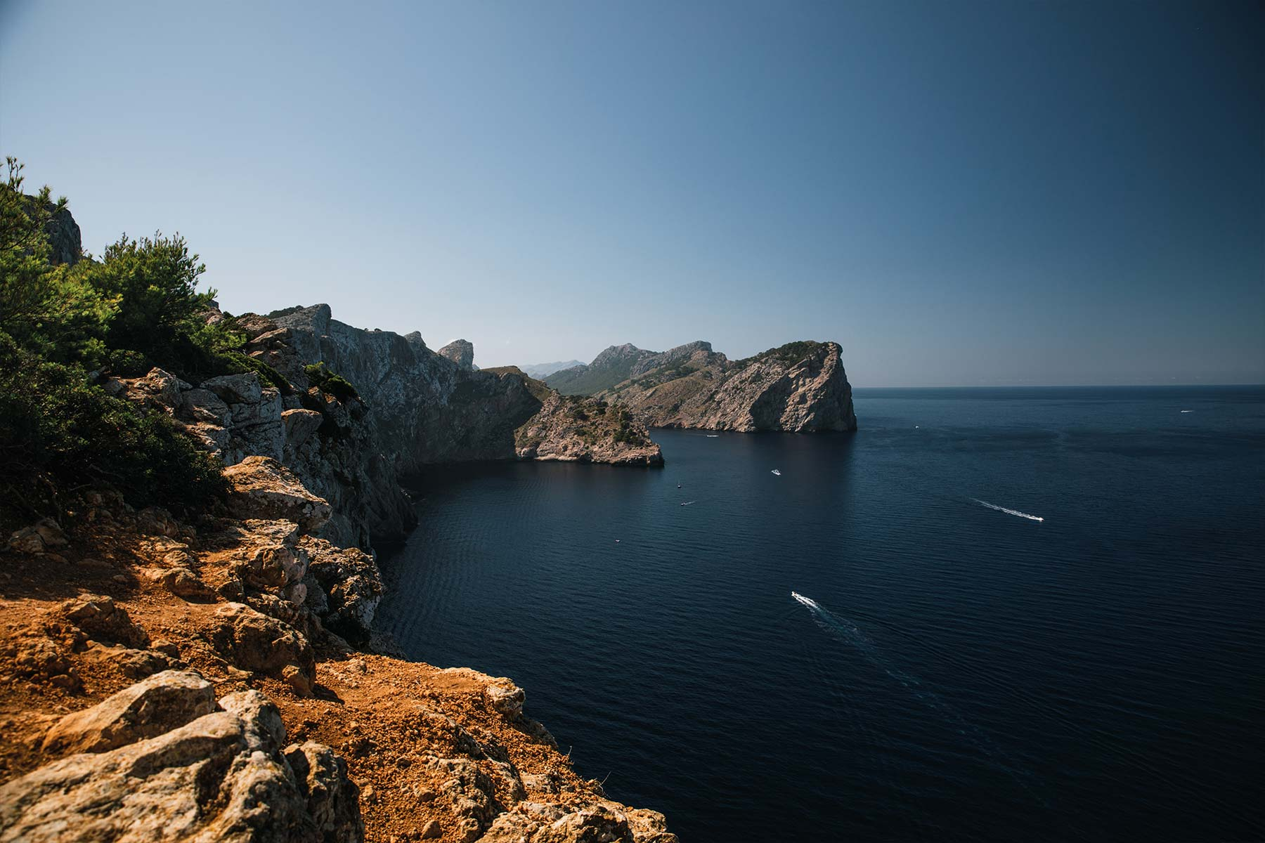 Travel-Photography-Bildreportage-Mallorca-Spain-Vacation-Basti-Kaspar_bucht-steilhang