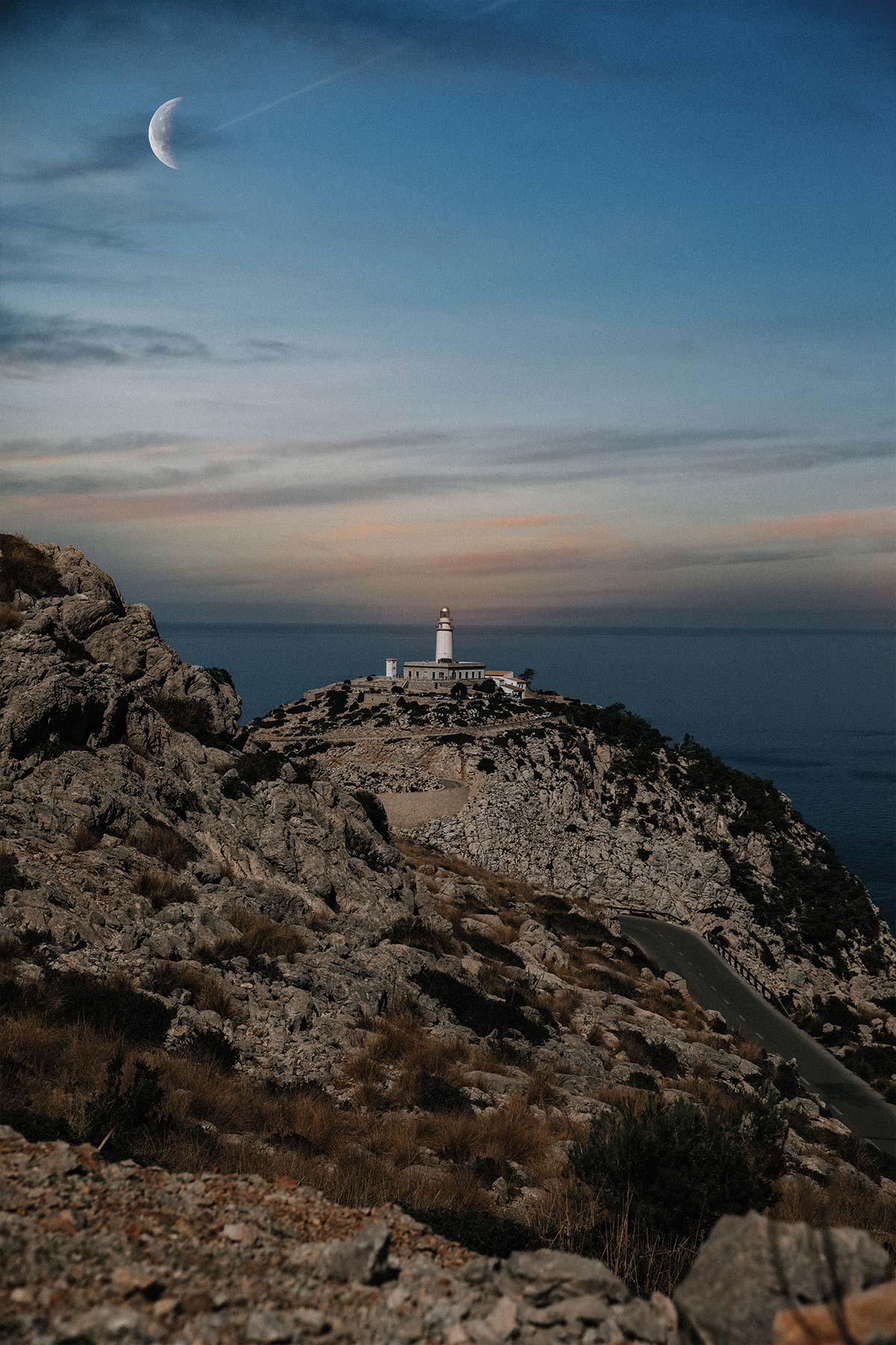 Travel-Photography-Bildreportage-Mallorca-Spain-Vacation-Basti-Kaspar_moon-night-lighthouse